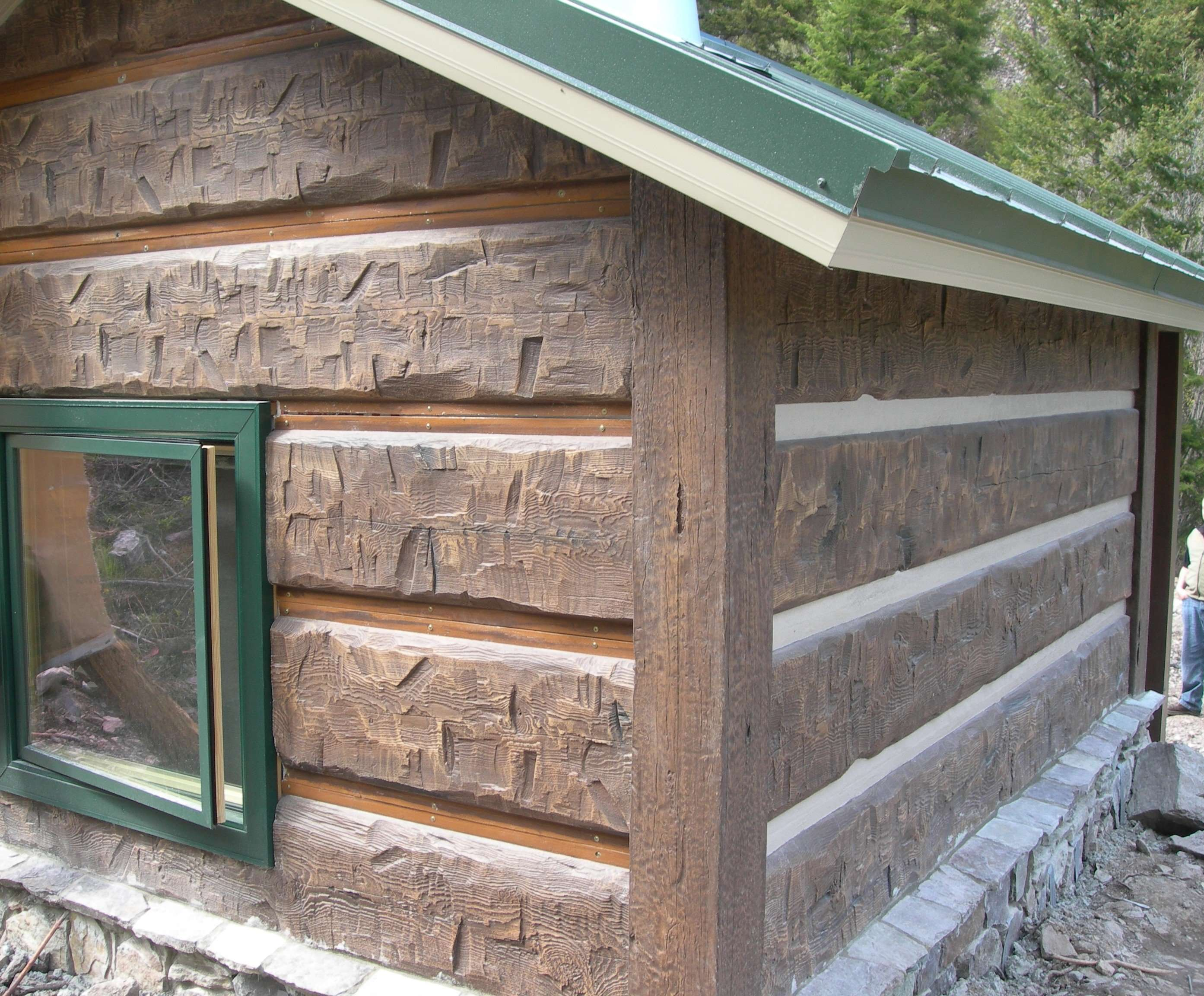 Concrete log siding chinking before and after everlog for Chinking log cabin