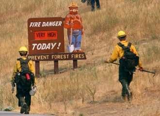 2014 Wildfire Season Smoky Firefighter