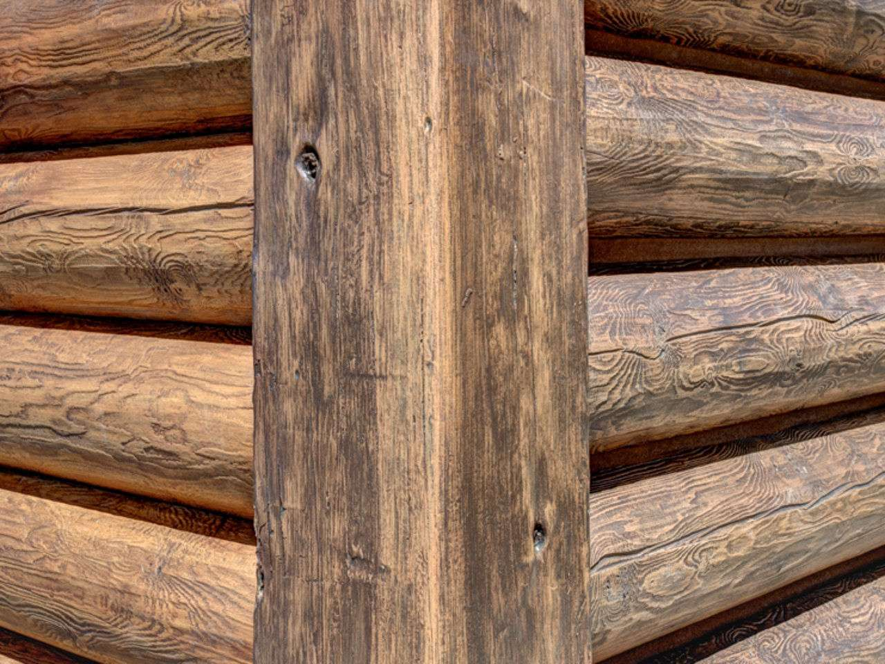 "8"" Round EverLog Siding (Left Golden 