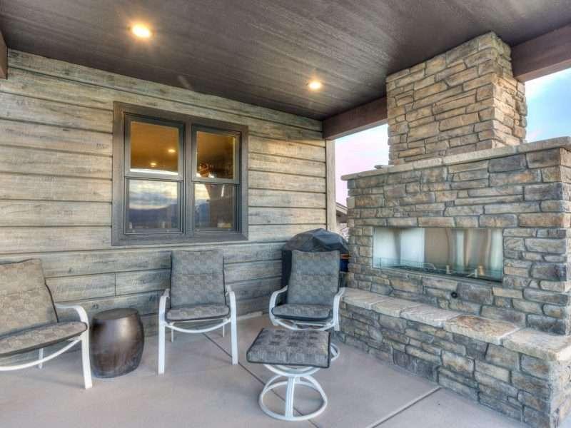 concrete_house_log_siding_ranch_club_44