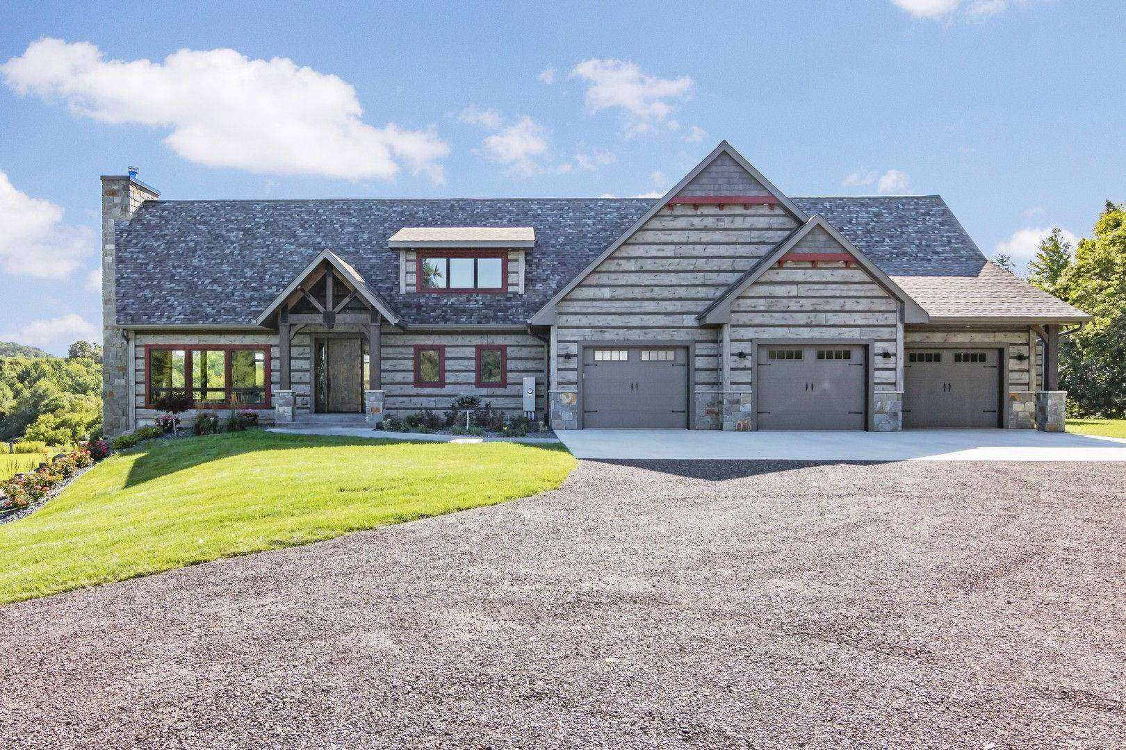Featured Home: Eau Claire, Wisconsin Show Log Home - EverLog Siding