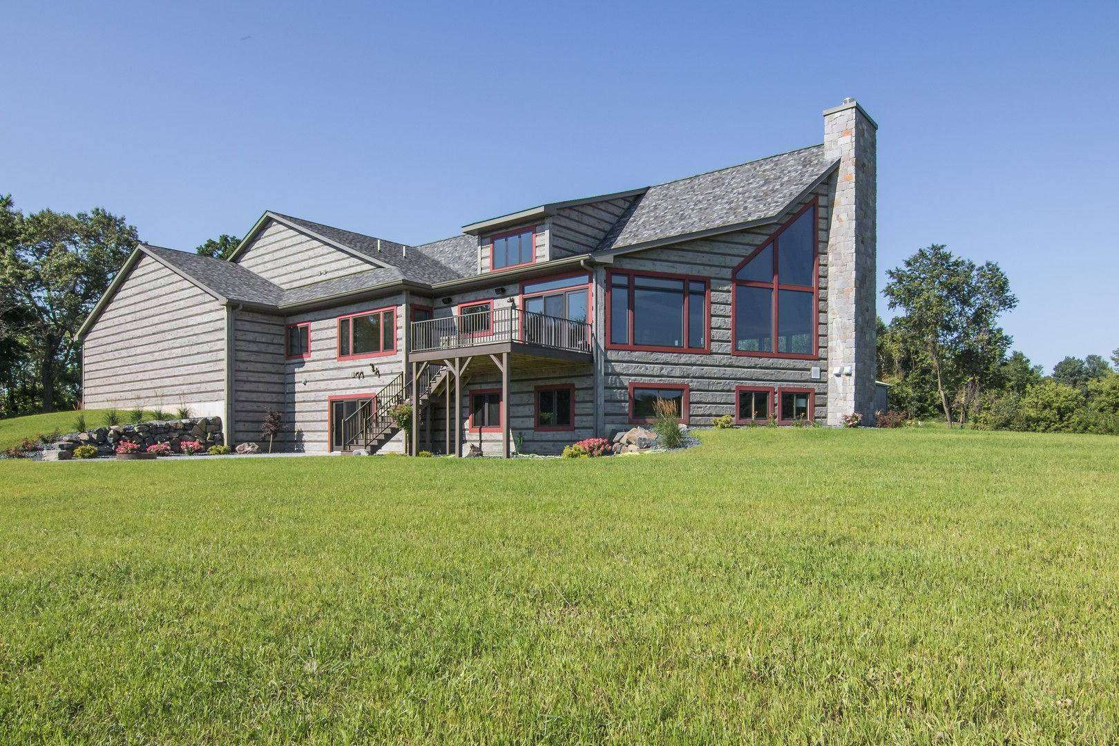 Eau Claire, Wisconsin Show Log Home - EverLog Siding
