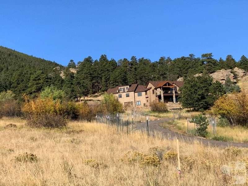 Estes Park, Colorado Custom Log Home Siding